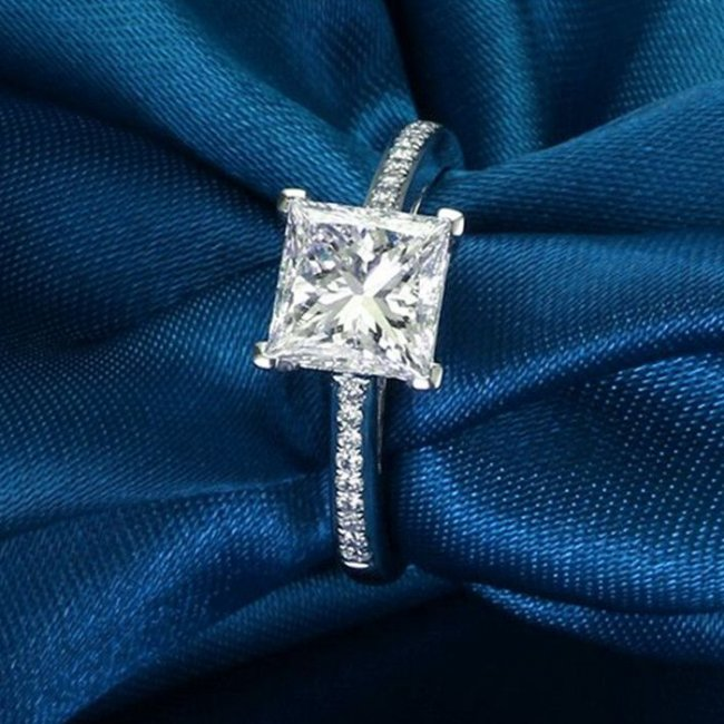 Silver engagement ring with SW Happiness elements